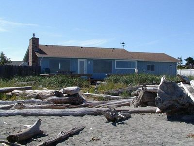 3 Crabs Beach House  Spectacular views of the Dungeness lighthouse and Straits of Jaun de Fuca