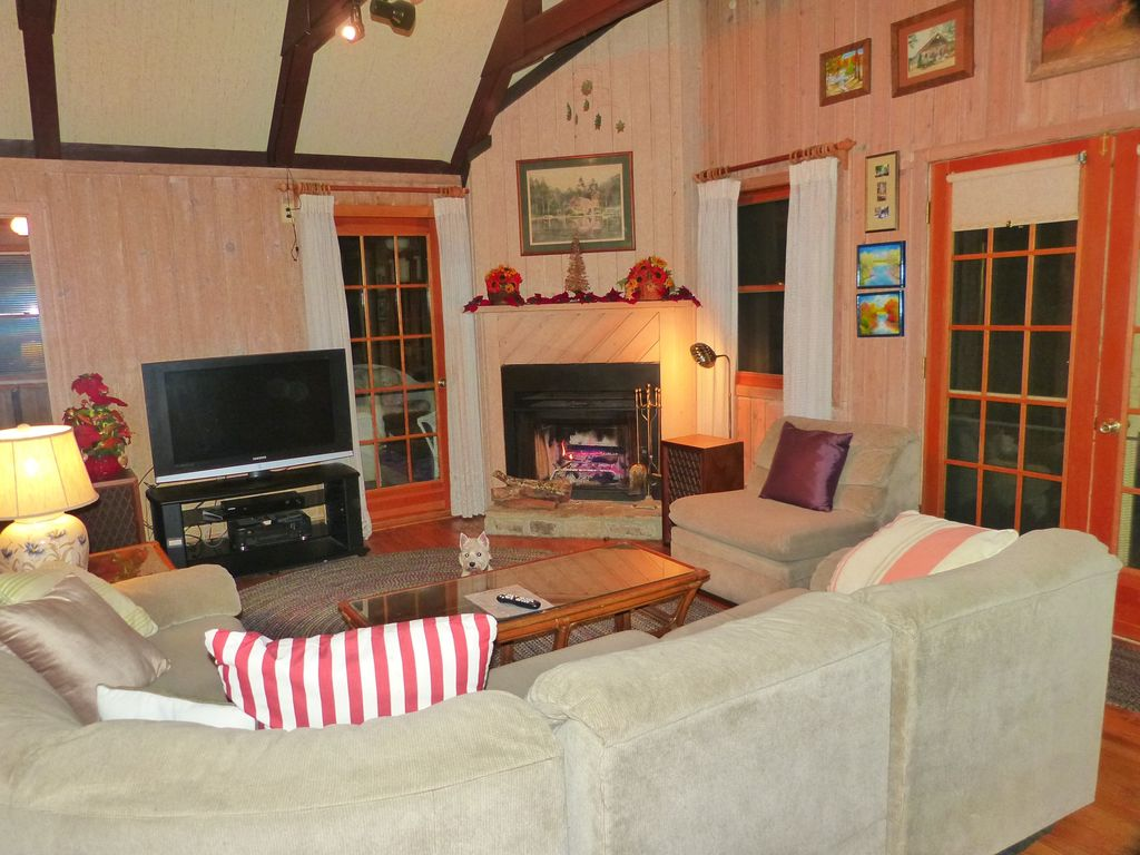 Spacious Lakefront Chalet near Callaway Gardens (1 mile) & Roosevelt ...