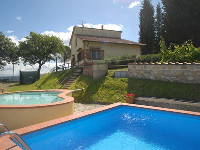 Photo for Villa for 8 with private pool 30minutes to Florence, Siena, S Gimignano