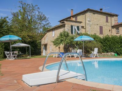 Photo for Stunning private villa for 4 guests with private pool and parking, close to Siena