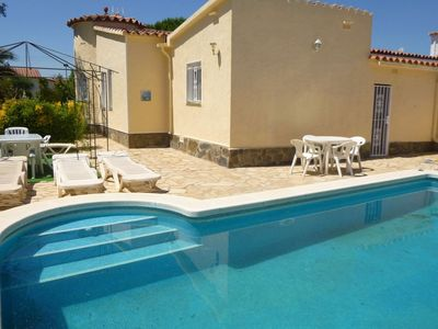 Photo for House in Empuriabrava with private pool and barbecue in quiet area