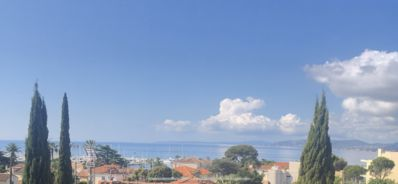 Photo for Charming house renovated in Saint-Raphael close and sea view
