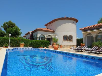 Photo for Beautifully presented spacious villa with private pool, pretty gardens, air-con
