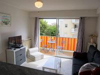 This is a great little studio in the heart of Golfe Juan , near to all local amenities and the beach