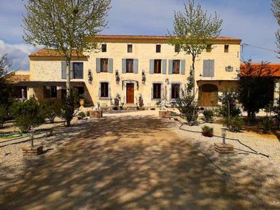Photo for Beautiful property located in the village of Vallabrègues, 12pers