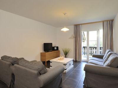 Photo for 2 bedroom Apartment, sleeps 4 with FREE WiFi and Walk to Shops