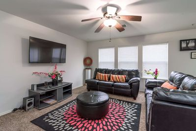 Large living room with shuffle board, big-screen smart TV and comfortable seating for the whole group!