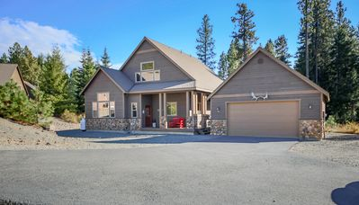 Photo for SAVE 25% Fantastic Cabin Nr Suncadia! Hot Tub-Game Room-Deck-Pool Access