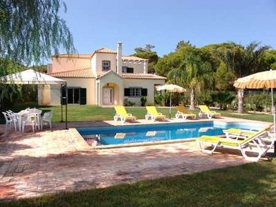 Photo for 4 bedroom villa with pool near Quinta do Lago