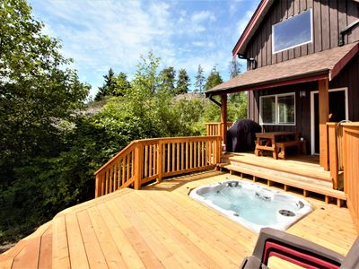 Photo for Beautiful Waterfront Cabin with Hot Tub!
