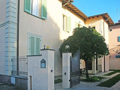 Photo for Apartment in the center of Forte dei Marmi with Parking, Internet, Washing machine, Air conditioning (120173)
