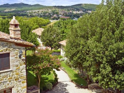 Photo for Lovely apartment with hot tub, internet, pool, TV, balcony, pets allowed, parking, close to Perugia