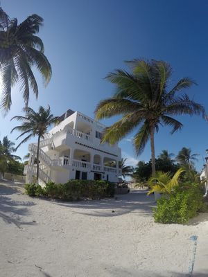 Photo for Beachfront apartment (6 guests)
