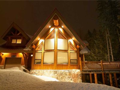 Photo for Luxury house on mountain with private hot tub, BBQ, kitchen, free wifi and mountain views: 5403