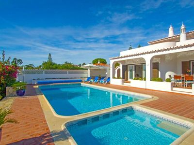 Photo for Villa Carvoeiro Tennis - Villa with tennis court and private heated swimming pool in Carvoeiro