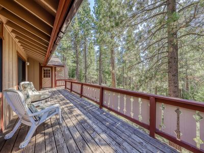 Photo for Lovely Truckee home w/ access to a shared pool, hot tub, sports courts, sauna
