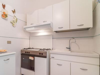 Photo for Lovely apartment for 6 guests with TV, pets allowed and parking