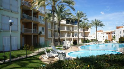 Photo for Albufeira T1 in a gated community with pool, garden and covered parking