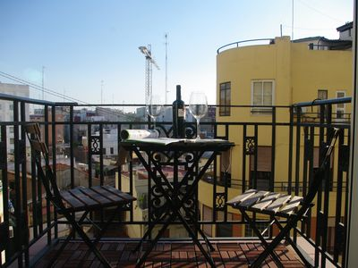 Photo for Beautiful and spacious apartment in the center of Valencia with WIFI