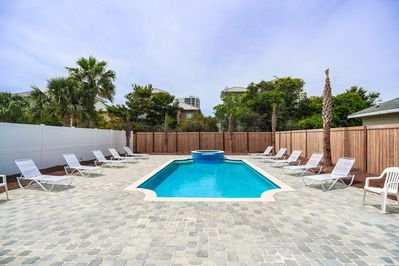 Outdoor Private Pool & Spa