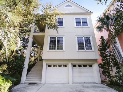 Luxurious 4 Bedroom, Near Ocean Home w/ Private Pool, Pet Friendly,