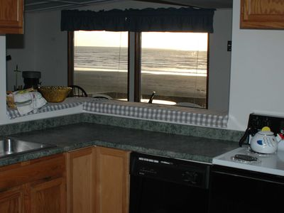Photo for Oceanfront Cabin Unit, Hot Tub, Pet Friendly, Free Wifi