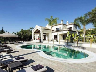 Photo for Beautiful and modern 5 bed Villa w/ pool