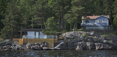 Beautiful lake house in private setting, direct at lake Mjörn