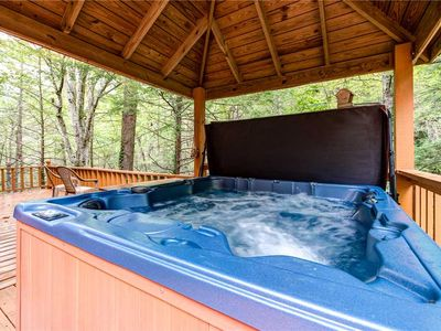 Photo for Shooting Star, 4 Bedroom, Hot Tub, Pool Access, Pet Friendly, Sleeps 10