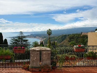 Photo for Apartment With Sea & Park View in Taormina (Terrace, AC, WiFi)