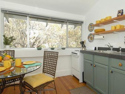Well equipped kitchen w/seating for four