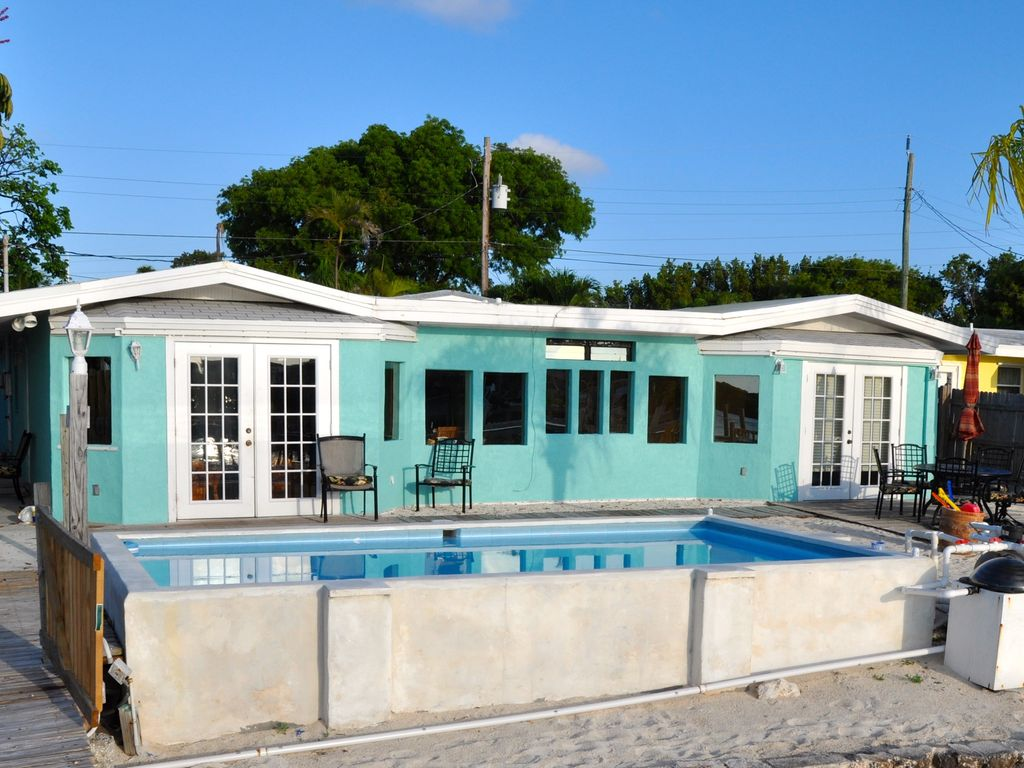 4 Bed/4 Bath Gulf Front, Pool, 100 ft Dock,... - HomeAway Marathon