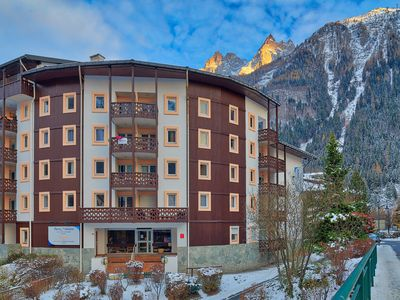 Photo for Central Chamonix * Sunny Mountain Views & Balcony * Perfect for couples & friends