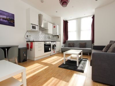 Photo for Large Renovated 1 Bed Sleeps 6 in NW London TR1