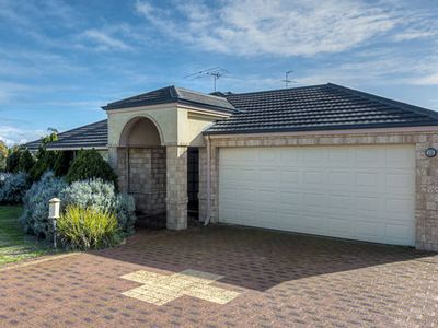 Photo for FREE WiFi  -  Mandurah Holiday House ( 50 m to the beach )