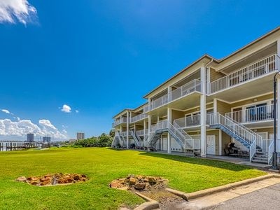 Photo for Lovely bayfront townhome w/Gulf views & four furnished balconies