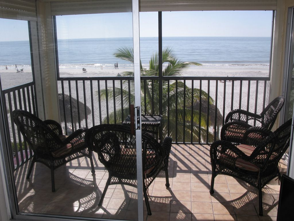 Estero Sands 203 Directly On The Gulf With Spectacular Views 2 Br Ba