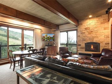 CLICK FOR DISCOUNTS ~ Premier-rated Ski In / Ski Out condo ~ Pool, Hot Tub, Views