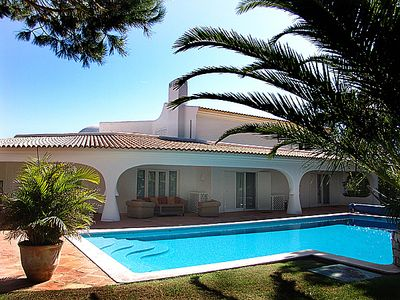 Photo for 4 bedroom Villa, sleeps 8 in Quinta do Lago with Pool, Air Con and WiFi