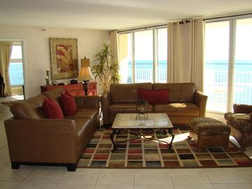 6/23 - 6/27 ON SALE!! PANORAMIC VIEWS! BEAUTIFUL SUNSET.  35 ft SLIP AVAILABLE