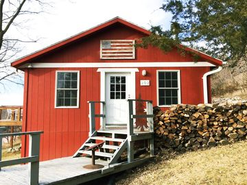 Large family-friendly cabin! 3 separate living rooms! Walk to the lake! Hot-tub!