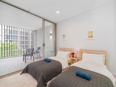 Photo for Bright and Peaceful Apartment Close to Sydney CBD
