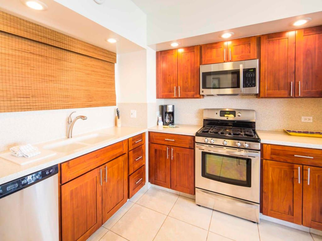 Home Away from Home w/Pacific View, Chic Kitchen, Free WiFi–Waikiki Shore #1410
