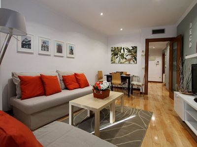 Photo for Spacious Deco 5 apartment in Adelfas with WiFi, air conditioning, private parking & lift.