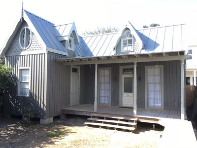 Secluded Luxury in our Gothic Carriage House, monthly rentals