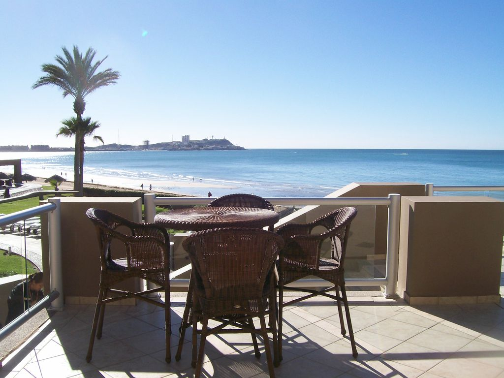 Las Palomas Ground Floor Oceanfront 1br With Huge Patio Steps To Beach