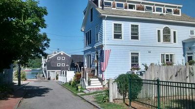 Fantastic Views in the Heart of Waterfront Historic District! Free wifi