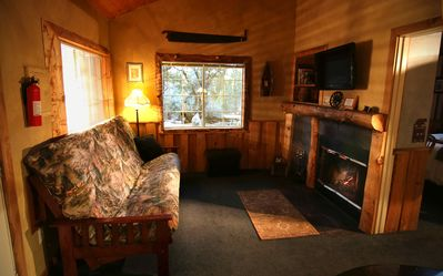 Photo for A private jacuzzi cottage - with Cinnamon Rolls for Breakfast!