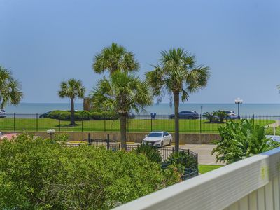14 day Cancellations-Victorian Resort-on the seawall with beach views
