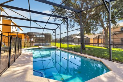 Oversized pool with raised spa - pool heat available 86 and spa to 101